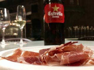 Checked in at Palau de la Música Catalana. Cerveza y jamon. — with Jessica