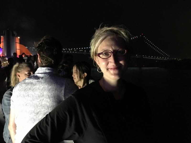 Here's @Wordridden arriving into New York this morning, as the Queen Mary 2 sailed under the Verrazano-Narrows Bridge. (Photobombing by @JameStreeter and @ErinaTakahashi_.)